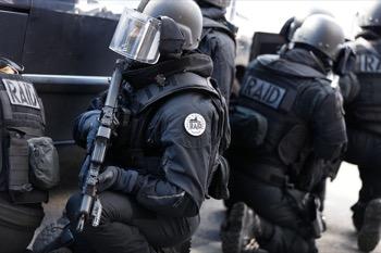 policier raid